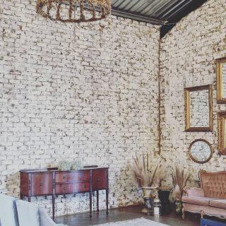 Beautiful wall spaces. @dehartevenue . . . . #posters #print #inspo #inspiration #home #decoration #decor #homedecor #homestyling #interior #interior123 #interior4all #wallart #gallerywall